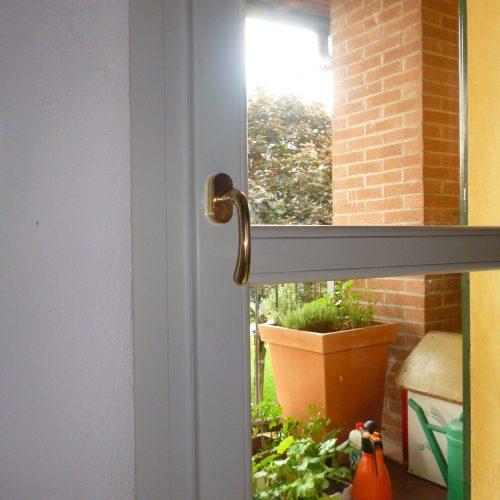 Serramenti legno-alluminio - Dettaglio maniglia